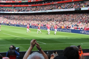 Giroud saluting his winner
